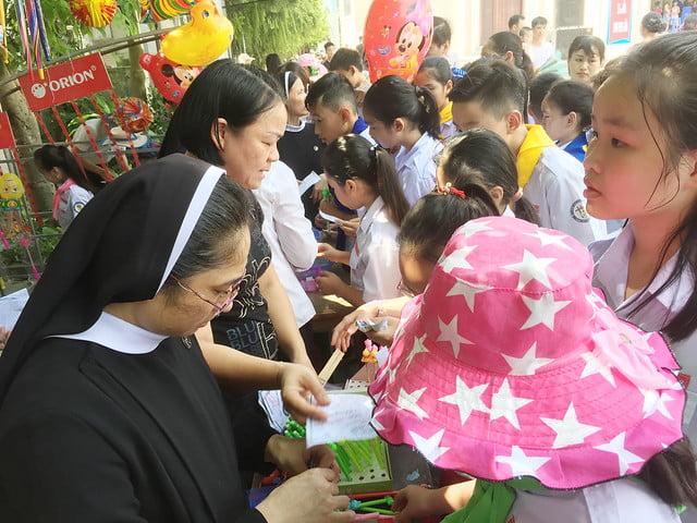 16218 hoi cho 9 - Giáo xứ Nam Dư: Thiếu nhi vui đón hội chợ 2019