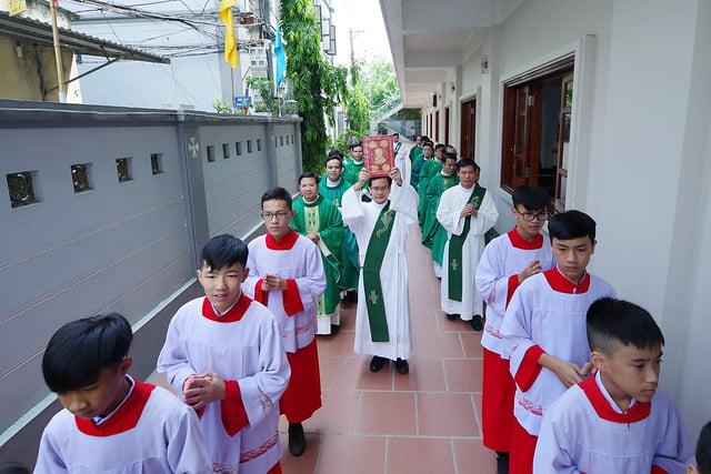 16222 co nhue 3 - Giáo Xứ Cổ Nhuế Chầu Thánh Thể Thay Mặt Giáo Phận 2019