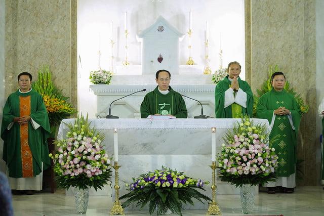16222 co nhue 6 - Giáo Xứ Cổ Nhuế Chầu Thánh Thể Thay Mặt Giáo Phận 2019