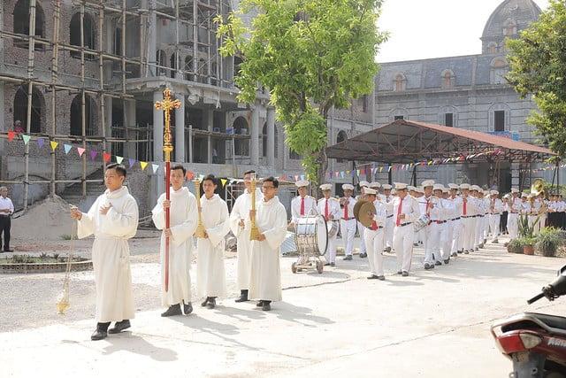 16270 them suc 1 - Giáo xứ Thạch Bích và Cao Mật Bến: 168 em thiếu nhi lãnh nhận Bí tích Thêm sức
