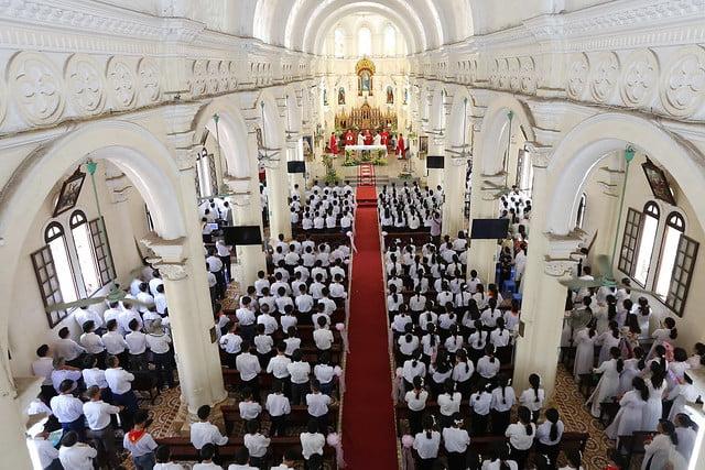 16270 them suc 6 - Giáo xứ Thạch Bích và Cao Mật Bến: 168 em thiếu nhi lãnh nhận Bí tích Thêm sức