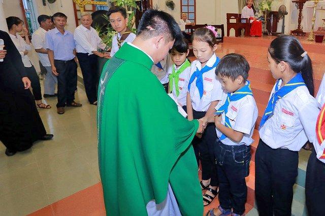 """16316 trung thu 10 - Thiếu nhi giáo xứ Lảnh Trì: Ngày hội """"Tuổi thơ bên Chúa"""""""