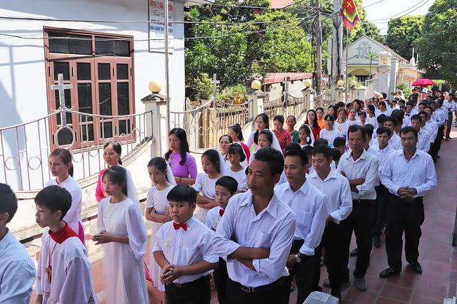 16323 them suc 1 - Giáo xứ Thụy Ứng: 51 em thiếu nhi lãnh nhận ấn tín ơn Chúa Thánh Thần