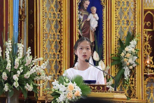 16323 them suc 2 - Giáo xứ Thụy Ứng: 51 em thiếu nhi lãnh nhận ấn tín ơn Chúa Thánh Thần