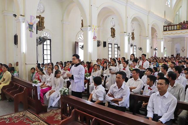 16323 them suc 4 - Giáo xứ Thụy Ứng: 51 em thiếu nhi lãnh nhận ấn tín ơn Chúa Thánh Thần