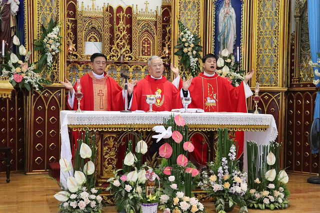 16323 them suc 5 - Giáo xứ Thụy Ứng: 51 em thiếu nhi lãnh nhận ấn tín ơn Chúa Thánh Thần
