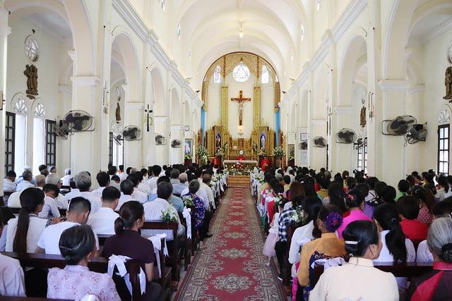 16323 them suc 7 - Giáo xứ Thụy Ứng: 51 em thiếu nhi lãnh nhận ấn tín ơn Chúa Thánh Thần