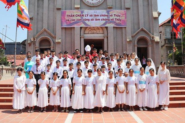 16323 them suc 9 - Giáo xứ Thụy Ứng: 51 em thiếu nhi lãnh nhận ấn tín ơn Chúa Thánh Thần