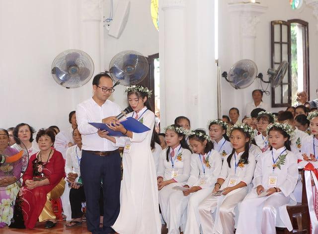 16324 them suc10 - Giáo xứ Hòa Khê: Thánh lễ ban Bí tích Thêm sức cho 42 em thiếu nhi