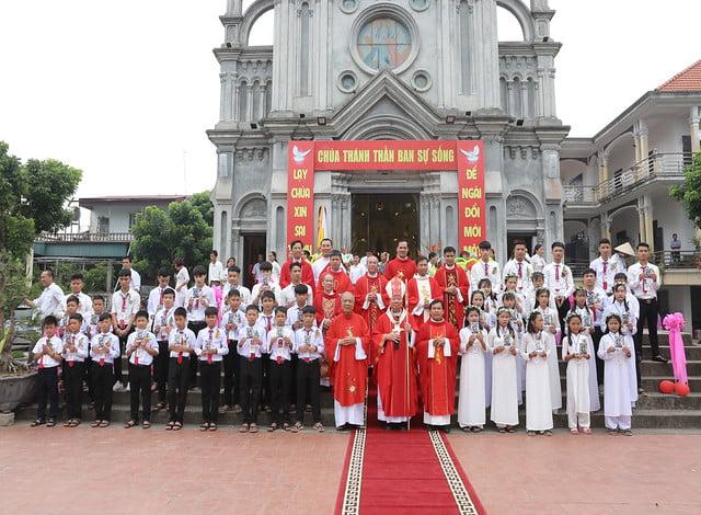 16324 them suc11 - Giáo xứ Hòa Khê: Thánh lễ ban Bí tích Thêm sức cho 42 em thiếu nhi