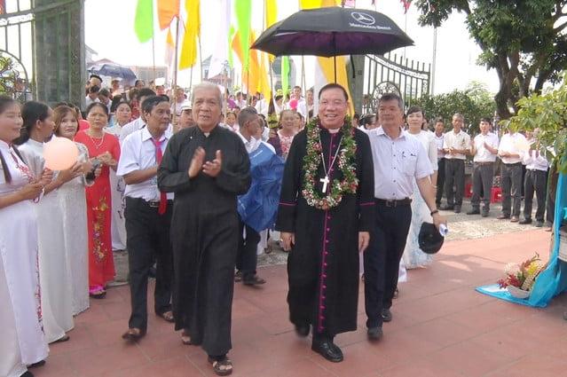 16324 them suc3 - Giáo xứ Hòa Khê: Thánh lễ ban Bí tích Thêm sức cho 42 em thiếu nhi
