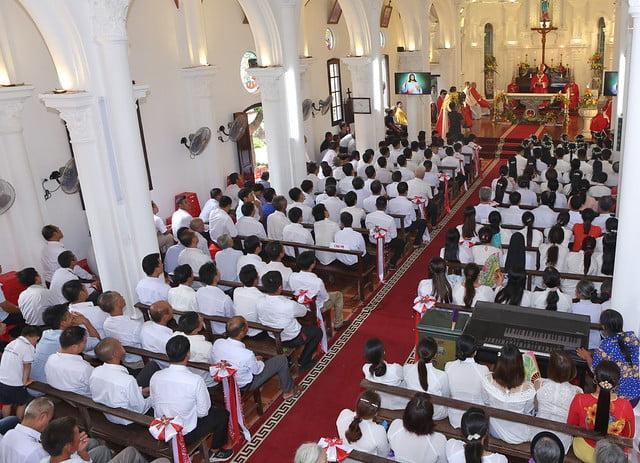 16324 them suc5 - Giáo xứ Hòa Khê: Thánh lễ ban Bí tích Thêm sức cho 42 em thiếu nhi