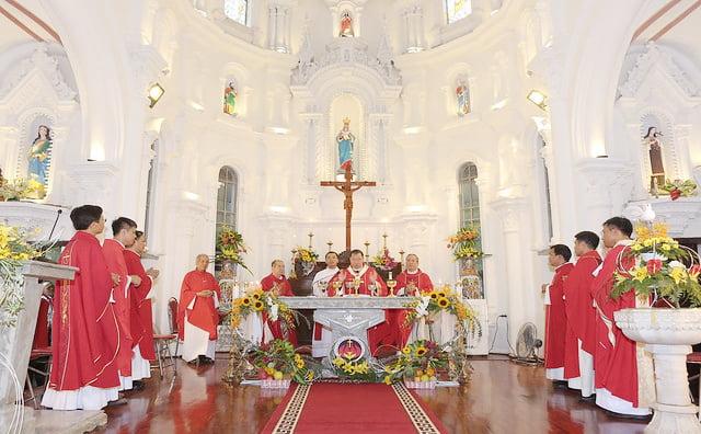 16324 them suc9 - Giáo xứ Hòa Khê: Thánh lễ ban Bí tích Thêm sức cho 42 em thiếu nhi