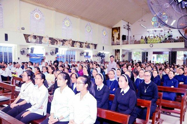 16328 khan dong 2 - Hồng ân thánh hiến của Hiệp hội thánh Phao-lô Tông đồ dân ngoại tại Sài Gòn