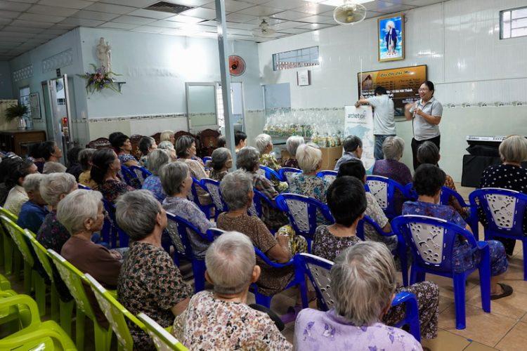 29092019 153034 5 750x500 - Giáo xứ Gia Định: Nhóm Từ Thiện Bác Ái thăm nhà Dưỡng Lão Tình Thương Vinh Sơn