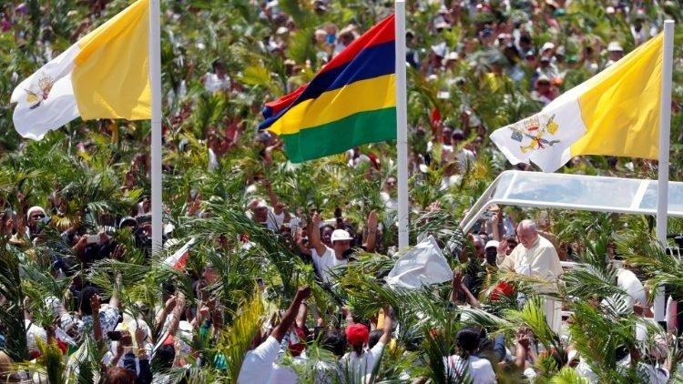 dtc tham mozambique madagascar va maurice 750x422 - Nhìn lại chuyến viếng thăm của ĐTC tại 3 nước Mozambique, Madagascar và Maurice
