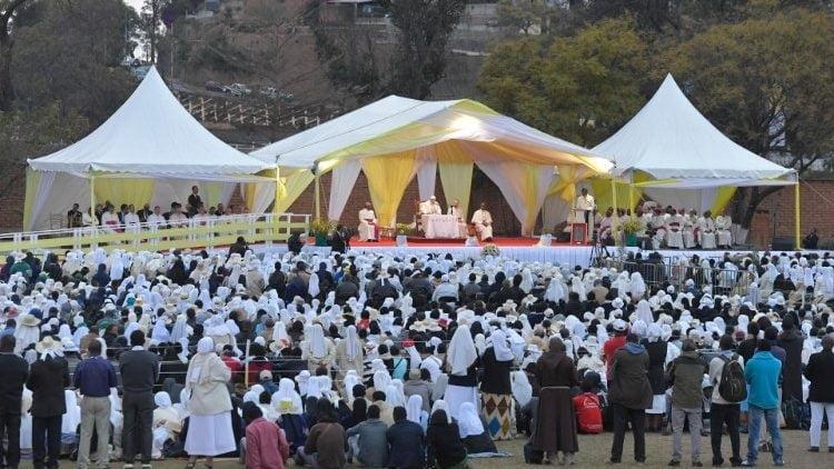 duc thanh cha gap cac linh muc tu si nam nu va chung sinh madagascar 3 750x422 - Đức Thánh Cha gặp các linh mục, tu sĩ nam nữ và chủng sinh Madagascar