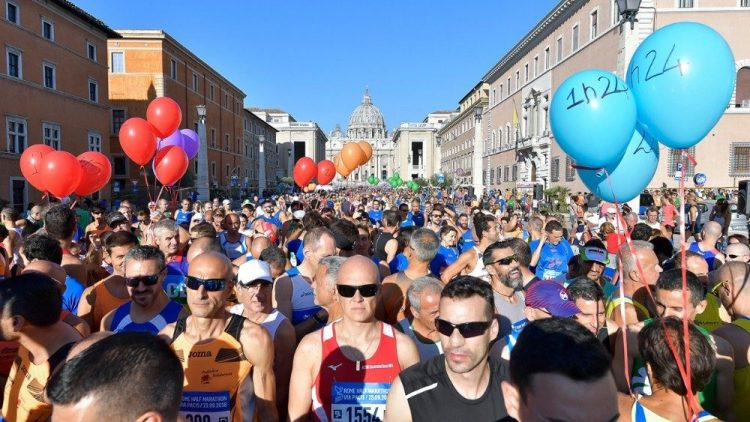 """marathon via pacis 750x422 - """"Lần đầu tiên"""" một giám mục tham gia cuộc đua Marathon """"Via Pacis"""""""