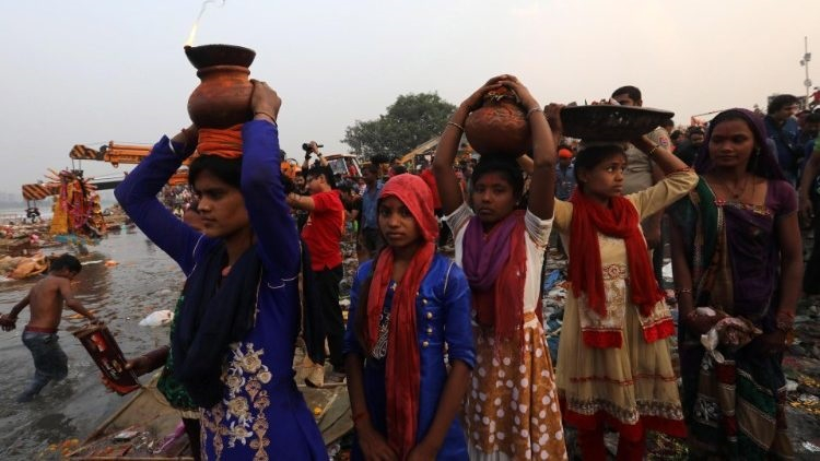 nguoi dan o jharkhand 750x422 - Hai linh mục và một giáo lý viên Ấn Độ bị bắt giam