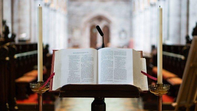 thanh kinh 750x421 - Tháng Kinh Thánh tại châu Mỹ Latinh