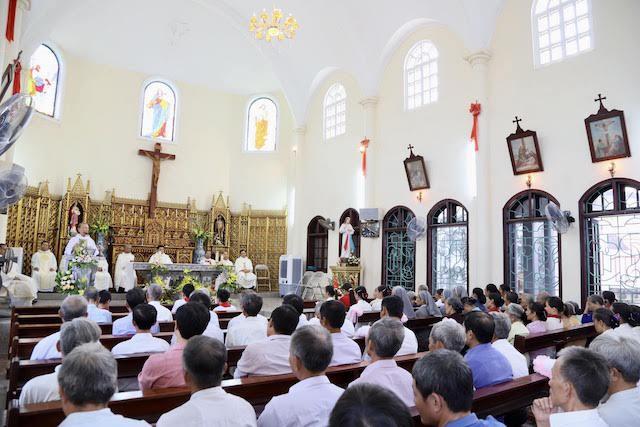 xom thuong - Lám phép tháp chuông nhà thờ Xóm Thượng - giáo xứ Thạch Bích