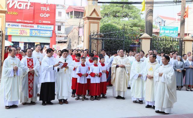 xom thuong2 - Lám phép tháp chuông nhà thờ Xóm Thượng - giáo xứ Thạch Bích