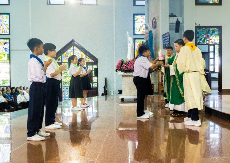01102019 112634 5 750x530 - Giáo xứ Phú Bình: Mừng bổn mạng Đoàn Thiếu Nhi Thánh Thể