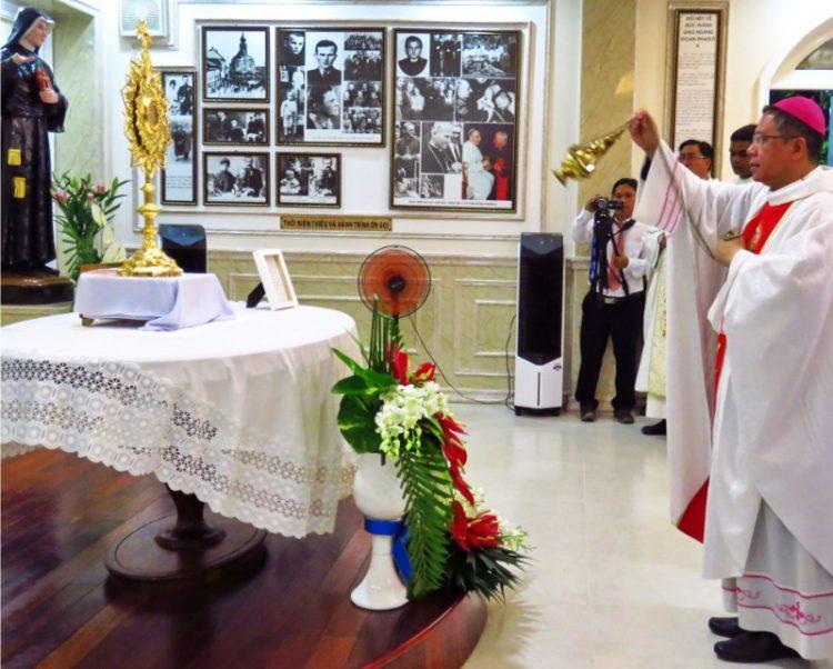 07102019 103714 750x602 - Giáo xứ Thị Nghè: Làm phép phòng trưng bày Thánh Tích Đức Gioan Phaolô II