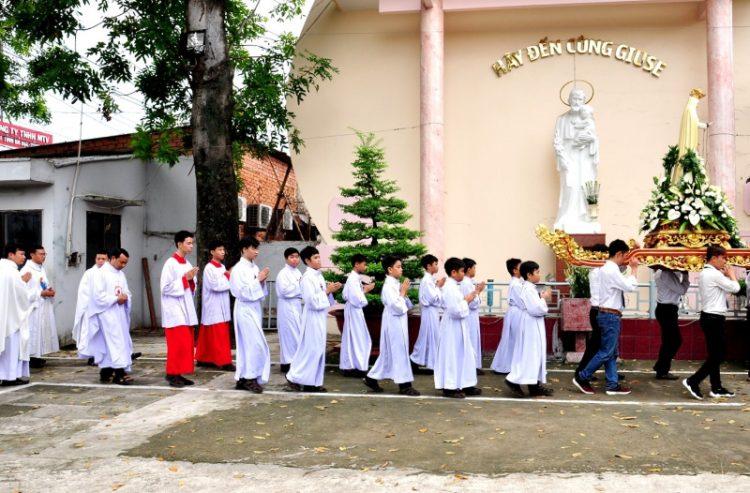 07102019 124505 750x493 - Giáo xứ Bình Thuận, hạt Tân Sơn Nhì: Mừng Lễ Đức Mẹ Mân Côi