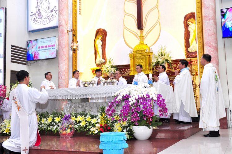 07102019 124531 6 750x498 - Giáo xứ Bình Thuận, hạt Tân Sơn Nhì: Mừng Lễ Đức Mẹ Mân Côi