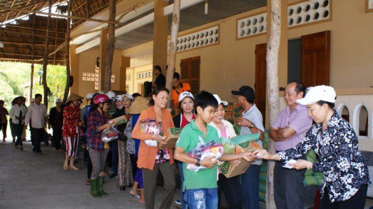 16102019 152151 750x422 - Giáo xứ Tân Việt: Cộng đoàn Lòng thương xót chia sẻ bác ái