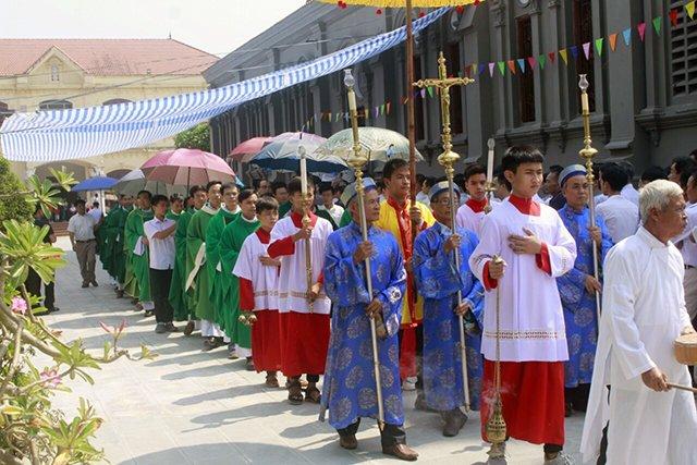 16387 luong xa 1 - Giáo xứ Lường Xá thay mặt Tổng Giáo phận chầu Thánh Thể Chúa 2019