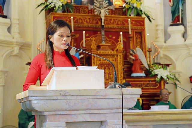 16387 luong xa 3 - Giáo xứ Lường Xá thay mặt Tổng Giáo phận chầu Thánh Thể Chúa 2019