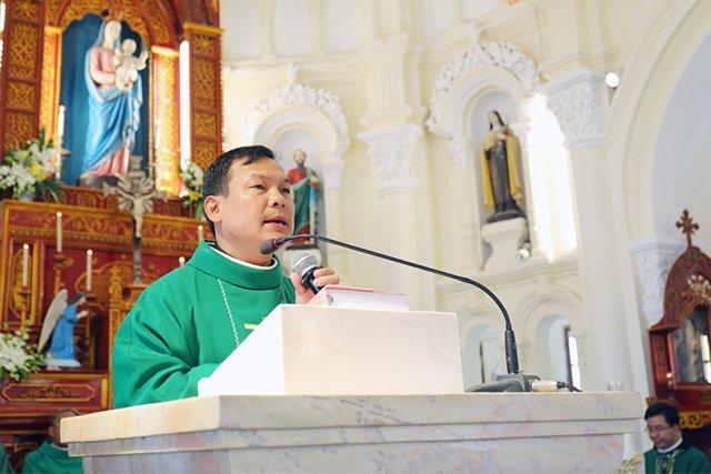 16387 luong xa 4 - Giáo xứ Lường Xá thay mặt Tổng Giáo phận chầu Thánh Thể Chúa 2019