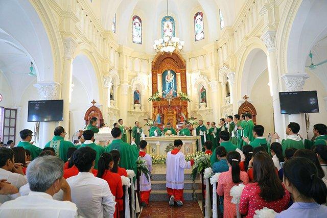 16387 luong xa 5 - Giáo xứ Lường Xá thay mặt Tổng Giáo phận chầu Thánh Thể Chúa 2019