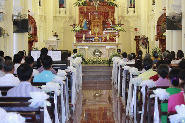 16387 luong xa 8 1 - Giáo xứ Lường Xá thay mặt Tổng Giáo phận chầu Thánh Thể Chúa 2019