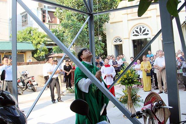 16406 kim hoang 2 - Giáo họ Kim Hoàng: Thánh lễ tạ ơn đặt Mình Thánh Chúa và Làm phép tháp chuông