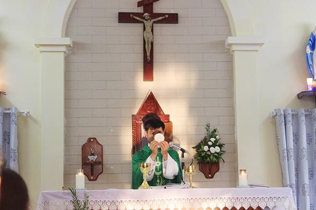 16406 kim hoang 5 - Giáo họ Kim Hoàng: Thánh lễ tạ ơn đặt Mình Thánh Chúa và Làm phép tháp chuông