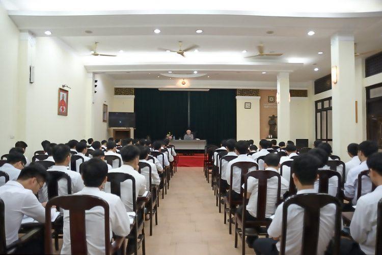 16451 huan duc 2 750x501 - Đức Giám mục giáo phận Bắc Ninh huấn đức tại Đại Chủng Viện thánh Giuse Hà Nội