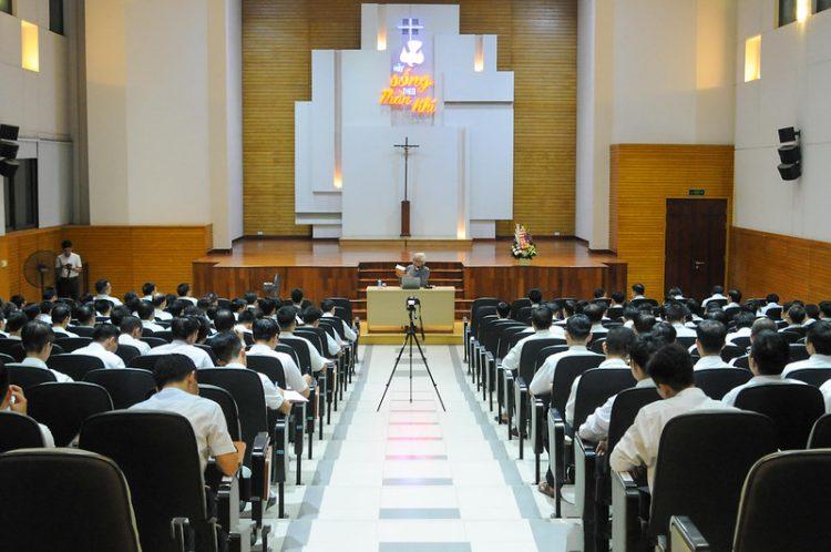 16451 huan duc 5 750x498 - Đức Giám mục giáo phận Bắc Ninh huấn đức tại Đại Chủng Viện thánh Giuse Hà Nội