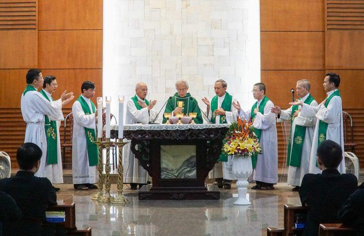 16451 huan duc 9 750x486 - Đức Giám mục giáo phận Bắc Ninh huấn đức tại Đại Chủng Viện thánh Giuse Hà Nội