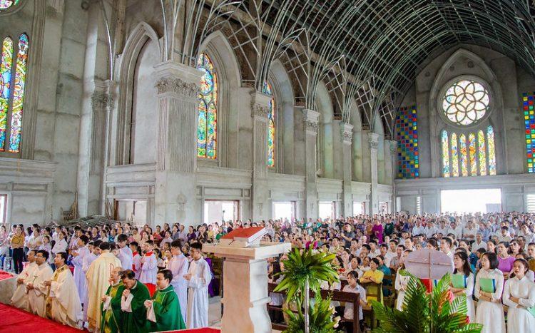 16467 nhu thuc 10 750x467 - Giáo họ Như Thức chầu Thánh Thể thay mặt Địa phận