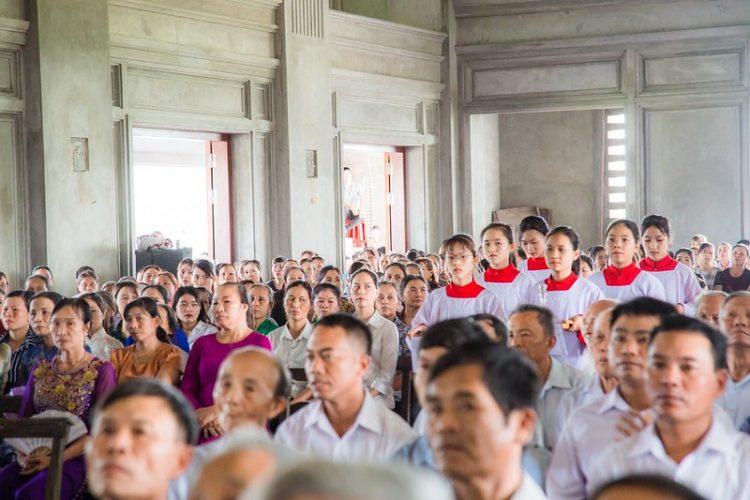16467 nhu thuc 5 750x500 - Giáo họ Như Thức chầu Thánh Thể thay mặt Địa phận