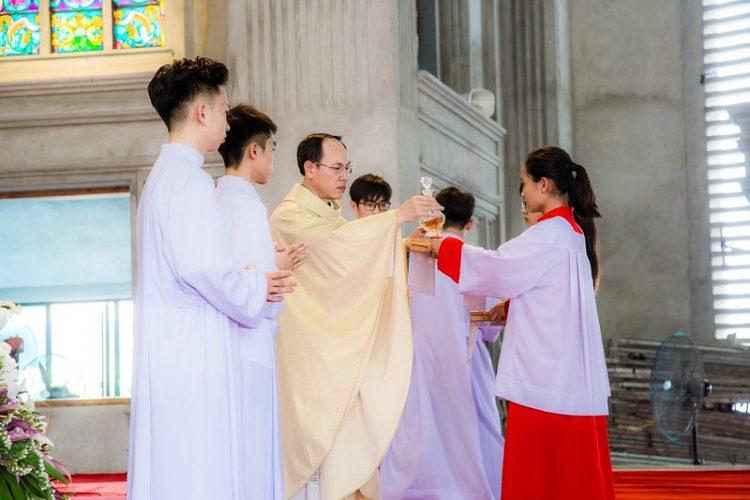 16467 nhu thuc 8 750x500 - Giáo họ Như Thức chầu Thánh Thể thay mặt Địa phận