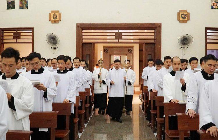 16469 quan thay 1 750x480 - ĐCV Thánh Giuse Hà Nội: Lớp thần I mừng lễ bổn mạng Thánh Giáo Hoàng Gioan XXIII