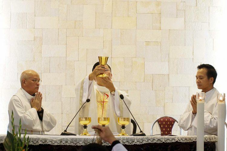 16469 quan thay 10 750x500 - ĐCV Thánh Giuse Hà Nội: Lớp thần I mừng lễ bổn mạng Thánh Giáo Hoàng Gioan XXIII