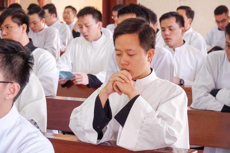 16469 quan thay 12 750x500 - ĐCV Thánh Giuse Hà Nội: Lớp thần I mừng lễ bổn mạng Thánh Giáo Hoàng Gioan XXIII