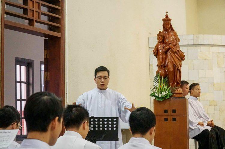 16469 quan thay 5 750x495 - ĐCV Thánh Giuse Hà Nội: Lớp thần I mừng lễ bổn mạng Thánh Giáo Hoàng Gioan XXIII