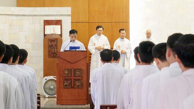 16469 quan thay 8 750x422 - ĐCV Thánh Giuse Hà Nội: Lớp thần I mừng lễ bổn mạng Thánh Giáo Hoàng Gioan XXIII