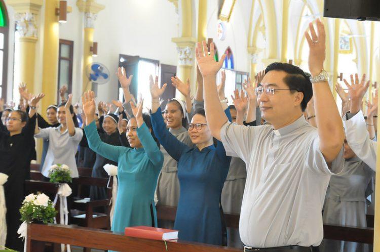 16477 tu si 14 750x498 - Đại Hội Liên Tu Sĩ Tổng Giáo Phận Hà Nội Lần II